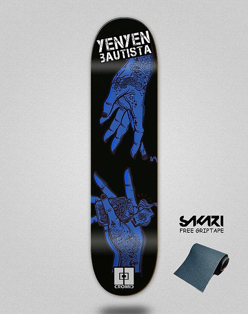 Cromic Yenyen hands black blue