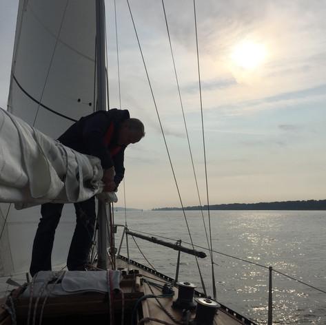 Segelsetzen auf der Elbe