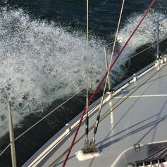 Bei der Einfahrt in die Kadetrinne Wellenhöhe von etwa 2 m