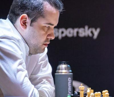Nepomniachtchi vence e abre vantagem na liderança do Torneio de Candidatos