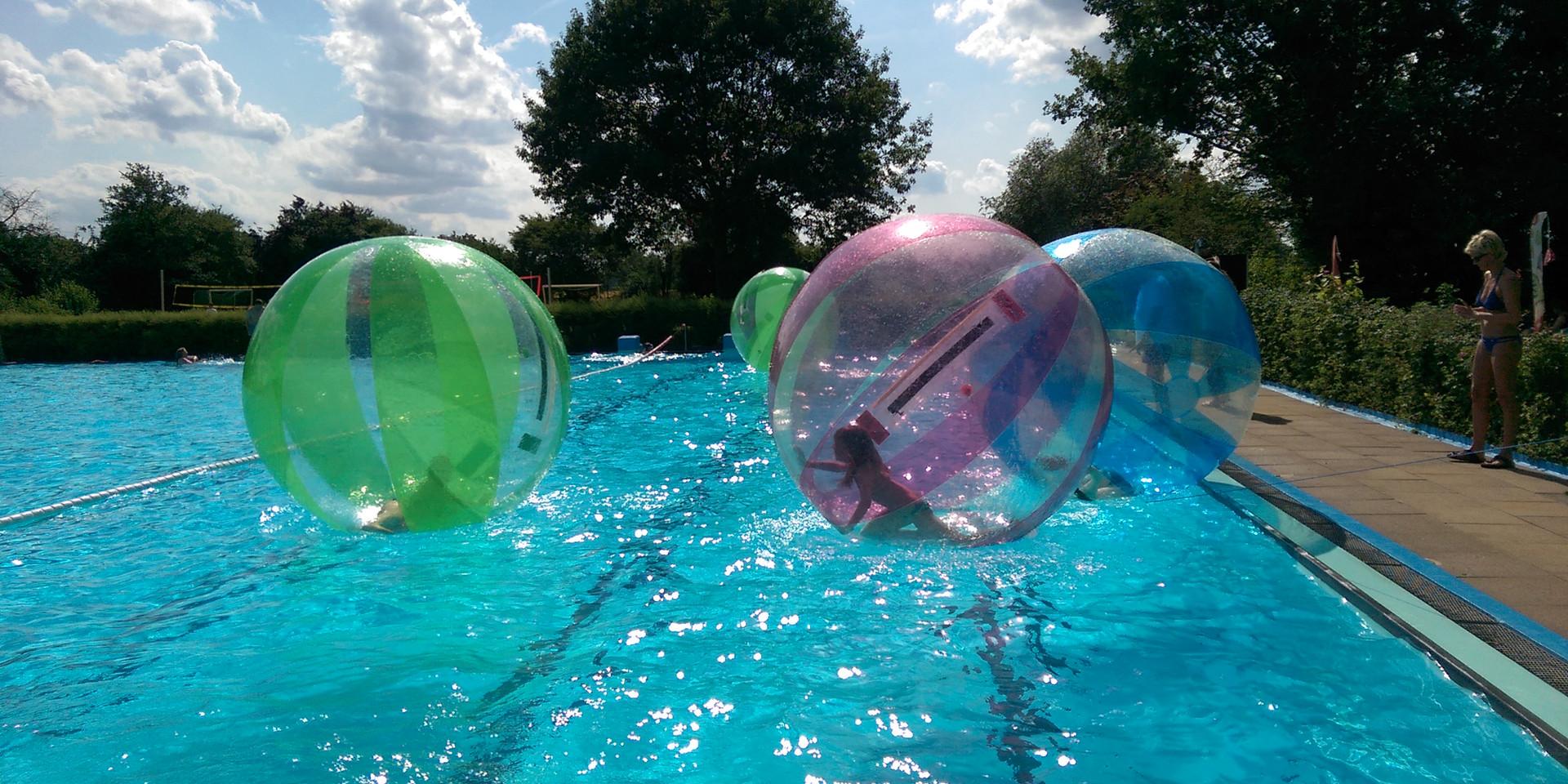 Wasserball Freibad.jpg