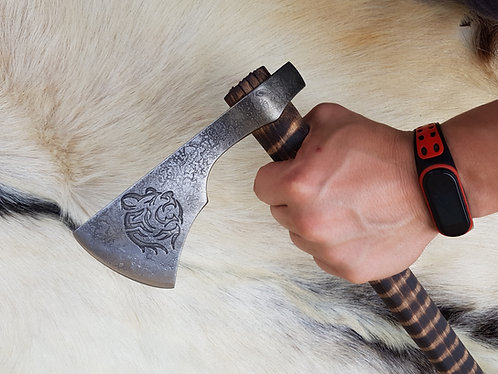 BEAR - Tomahawk with decorated head