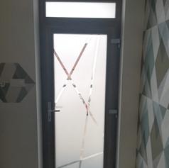 bejarati ajto uveges belul.jpg