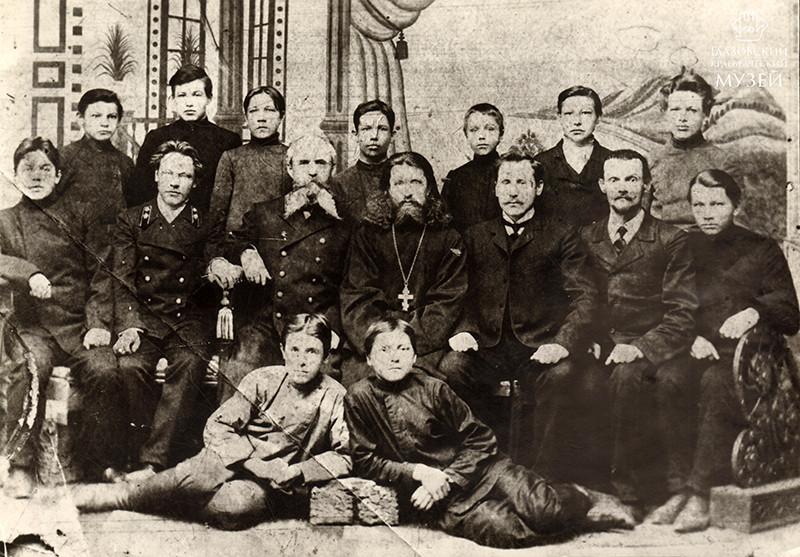 Учителя и учащиеся 3-го класса Глазовско