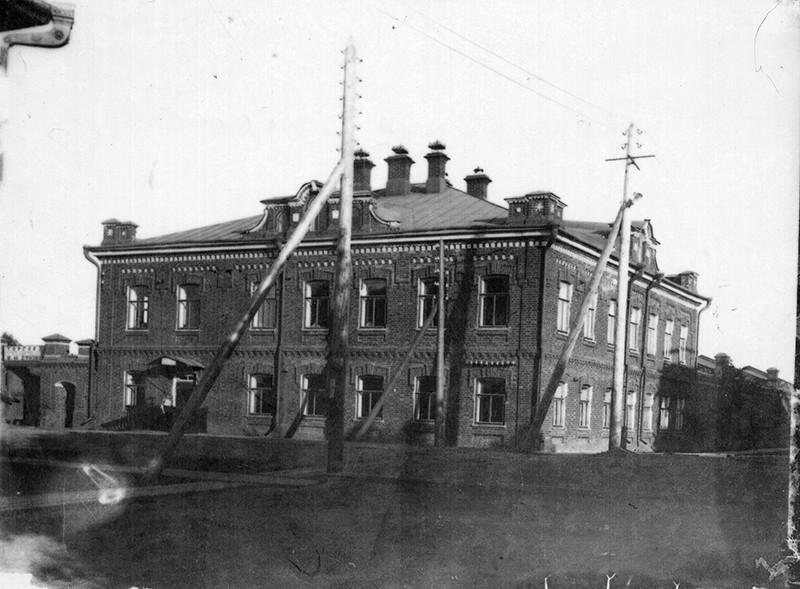 Здание ревкома Вотской автономной   обла