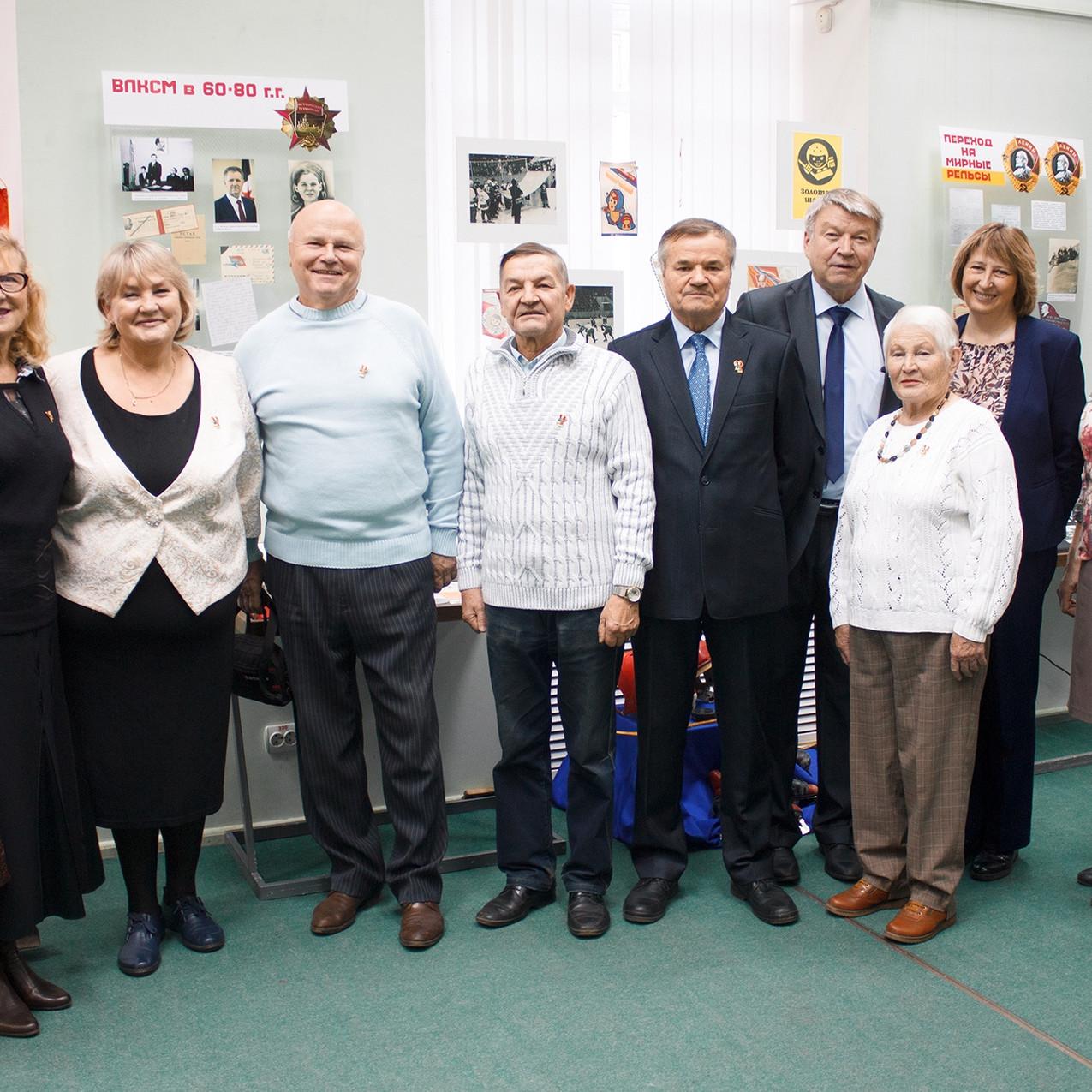 100 лет ВЛКСМ – связь поколений 10