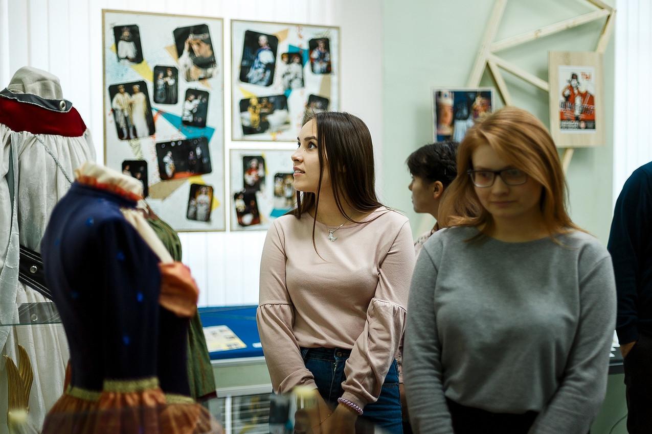 выставка «О театре пара фраз...» 05