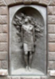 18. Памятник Тане Барамзиной на стене в