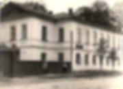 Здание библиотеки им. Короленко на улице