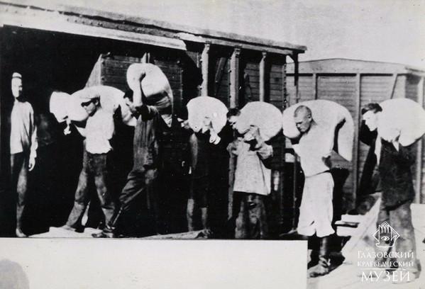 18. Погрузка зерна на Глазовском заготпу