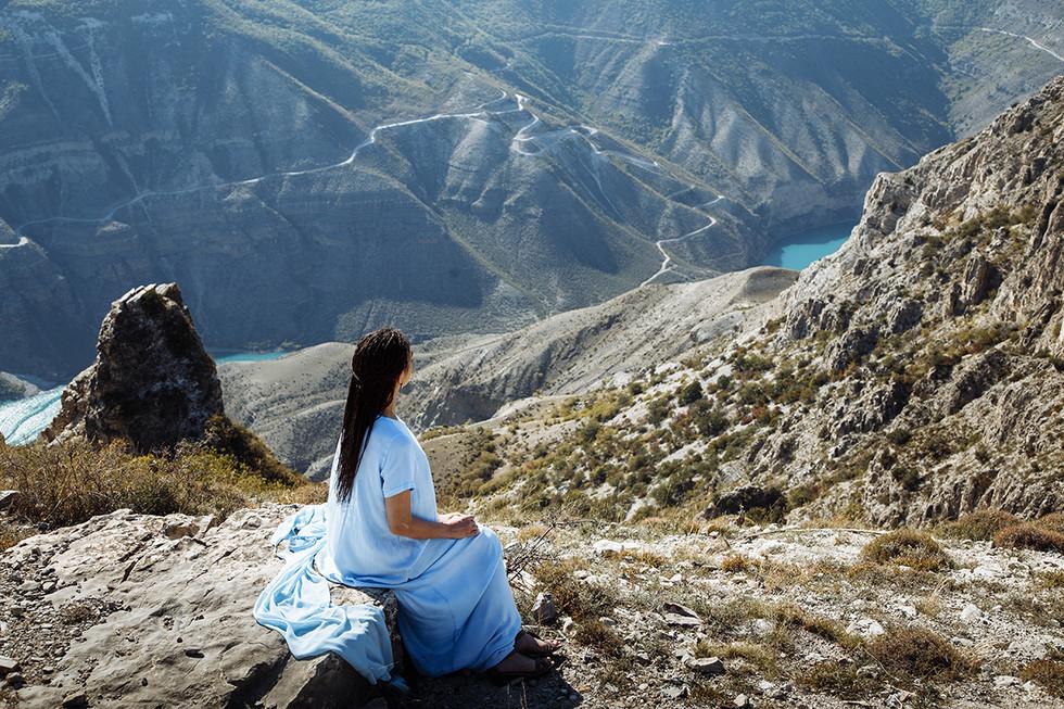 dag_023_Девушка у Сулакского каньона.jpg