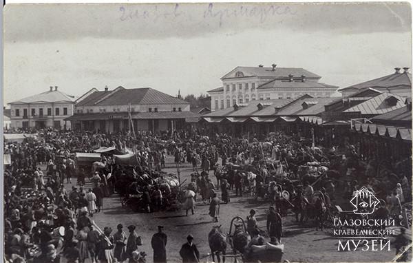 Ярмарочная торговля на Соборной площади.