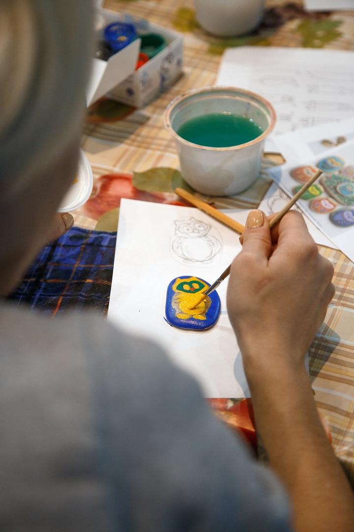 Мастер-класс по росписи камней «Совушка»