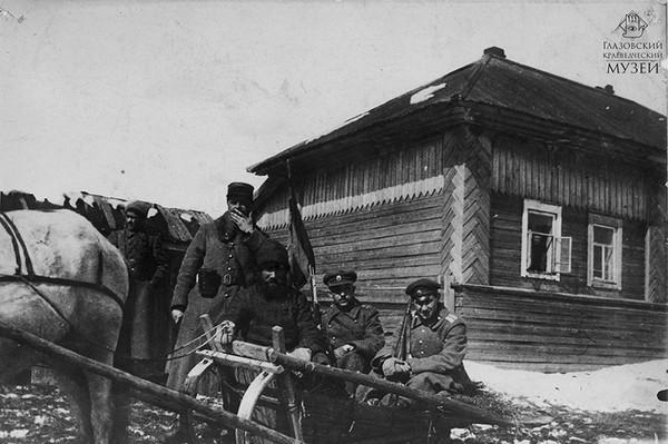 Колчаковские офицеры под Глазовом 3.jpg