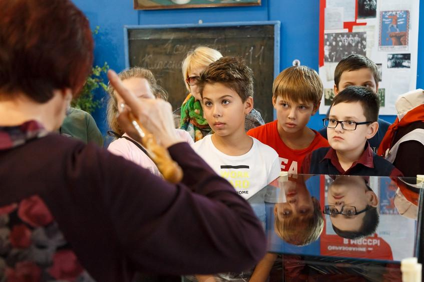 Экскурсия по выставке «По страницам школ