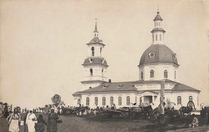 Ярмарка у Троицкой церкви с. Понино. 190