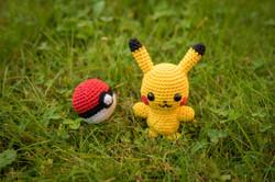 Pokeball und Pikachu