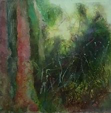 Trio d'arbres, végétation verte et fond jaune