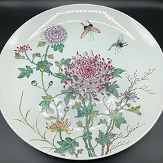 Very large charger. Qing Dynasty, Late Guangxu, Famille Rose.