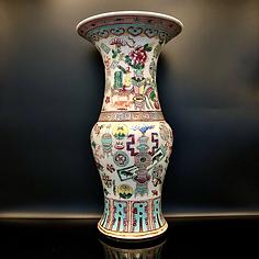 Qing Dynasty, Tongzhi period (C.1870) vase
