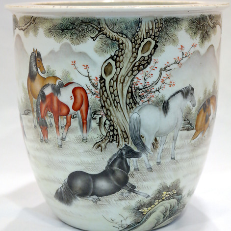 Qing Dynasty Horses porcelain Pot.
