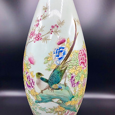 Large Famille Rose vase with flowers and Birds