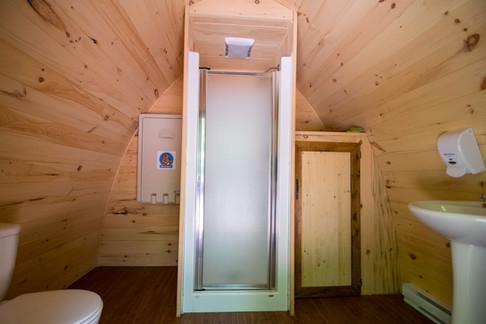 Une de nos deux salles de bain