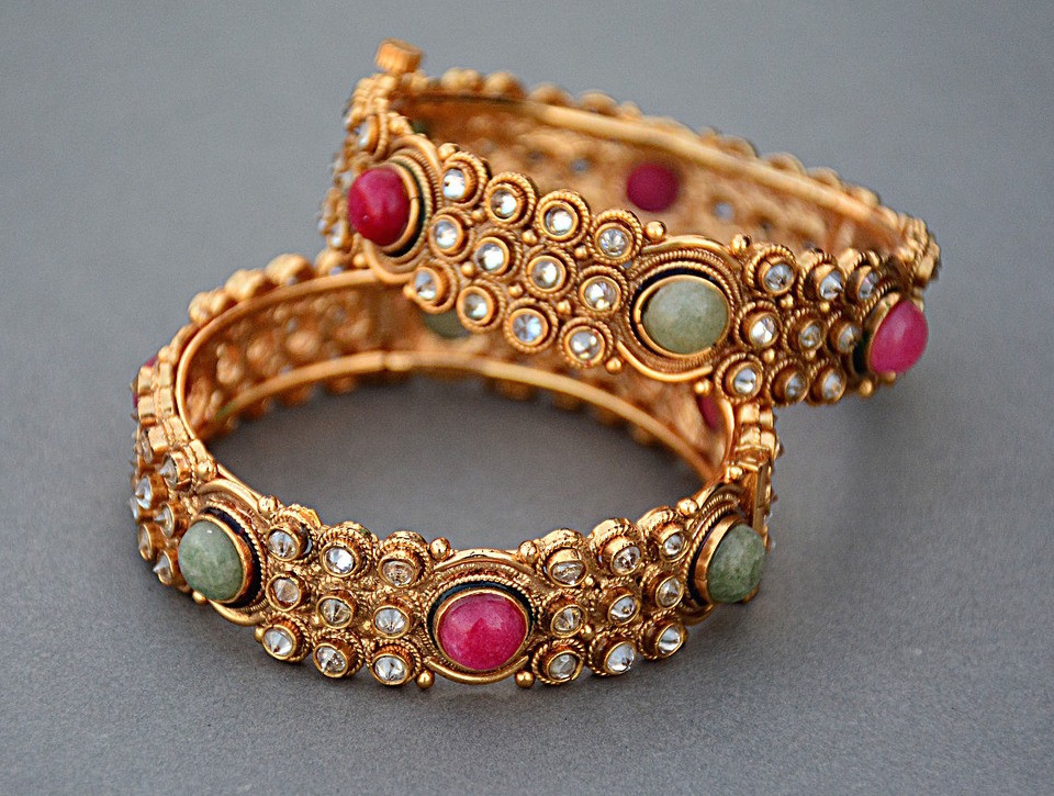 Vintage Gold Jewellery with Bezel Set Gemstones