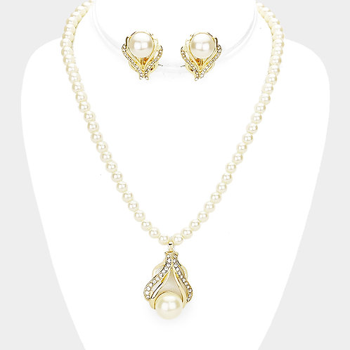 Pearl Strand with Pendant Enhancer Clip Earring Necklace Set