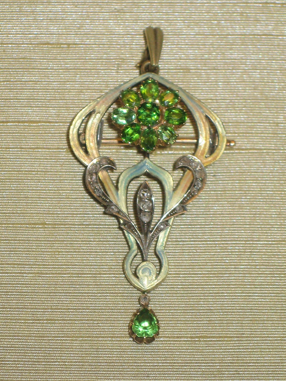 Pendant Brooch Jewellery Piece Featuring Demantoid Garnets