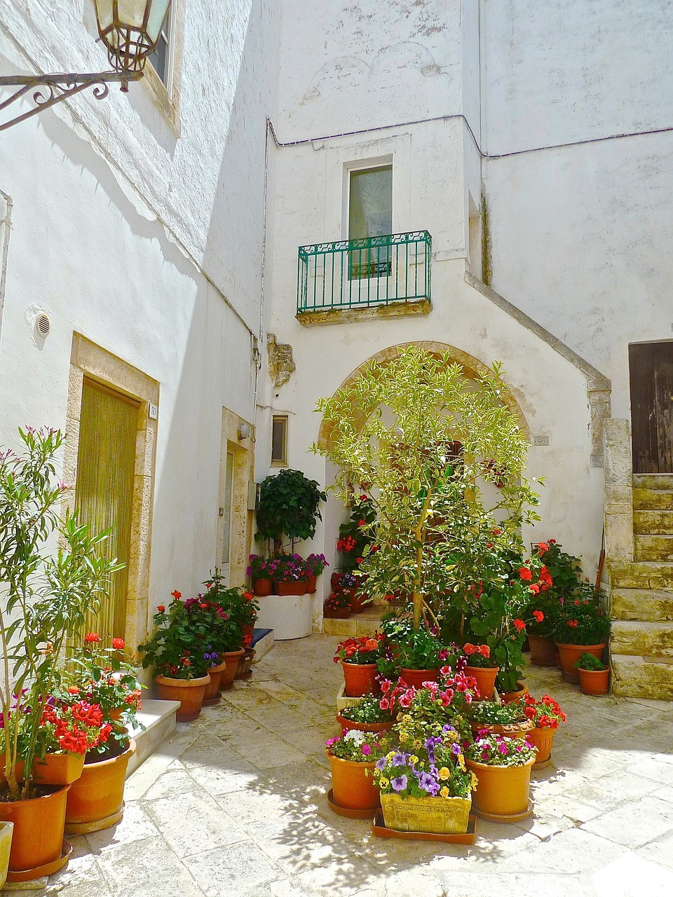 Mediterranean Courtyard with Colourful Terracotta Pots
