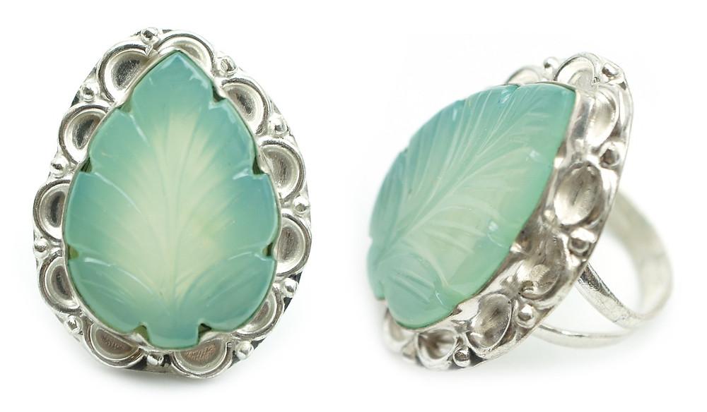 Silver Ring with Decorative Aventurine Leaf Gems