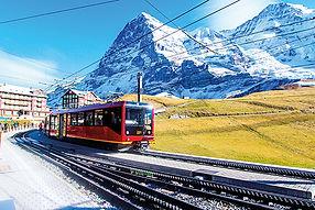 Swiss_train_at_Kleine_Scheidegg_station_