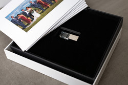 Off White Image Box with USB