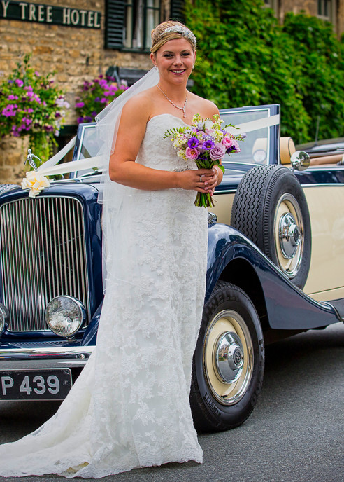 bride pose car