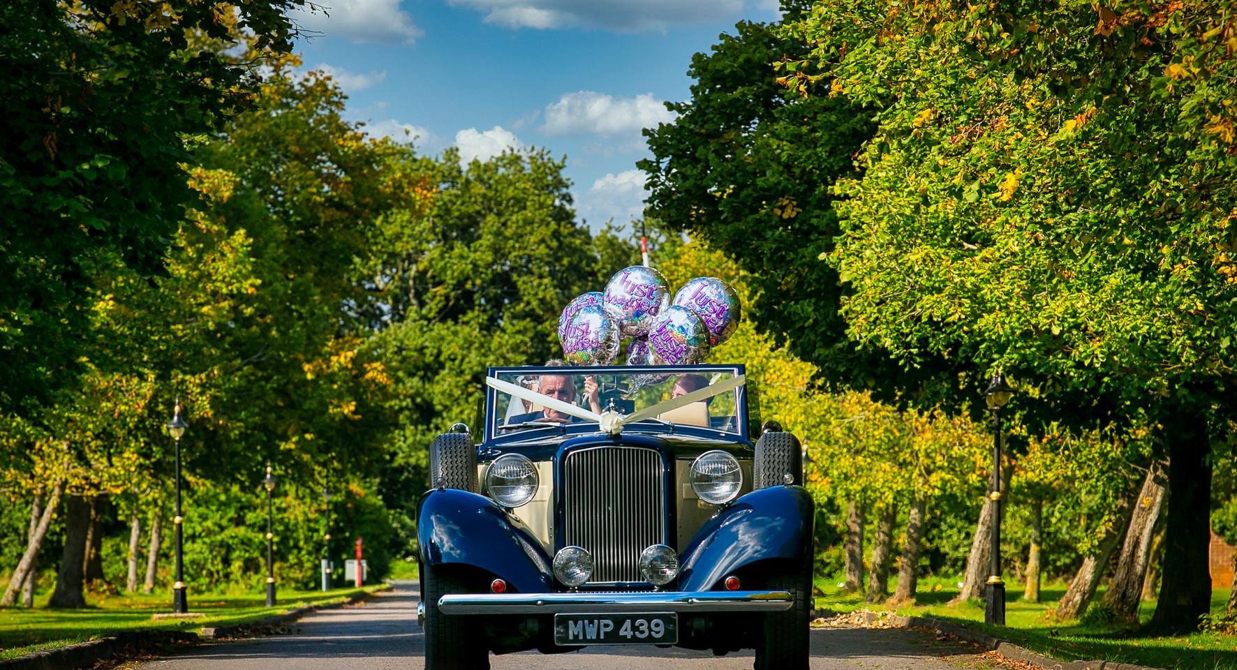 bride car baloons