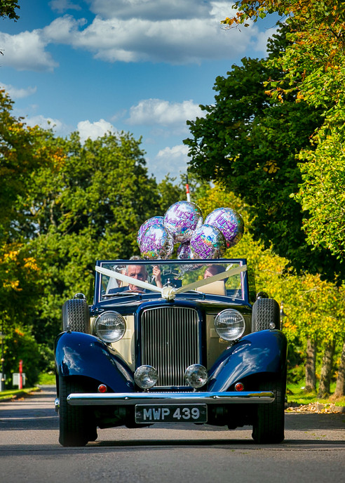bride car baloons