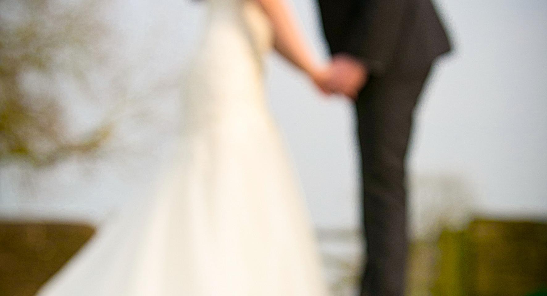 bride and groom flowers floor blur