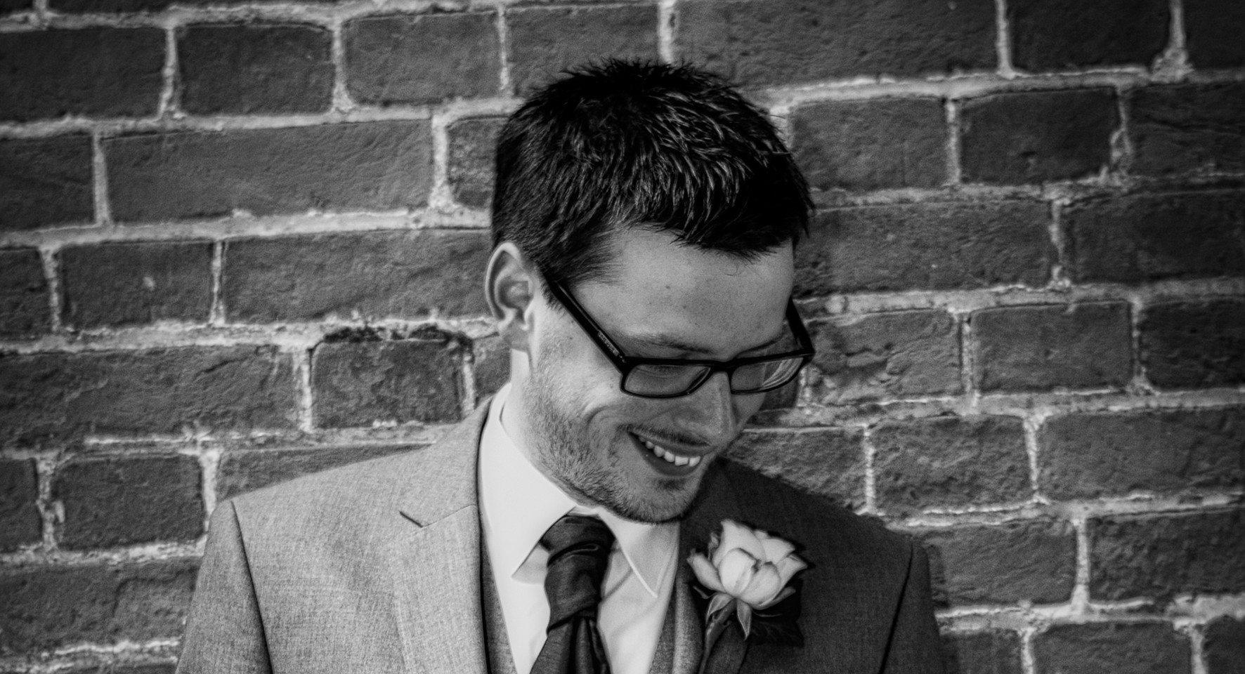 groom pose wall black and white