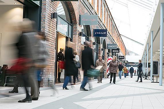 Shopping mall slow shuter