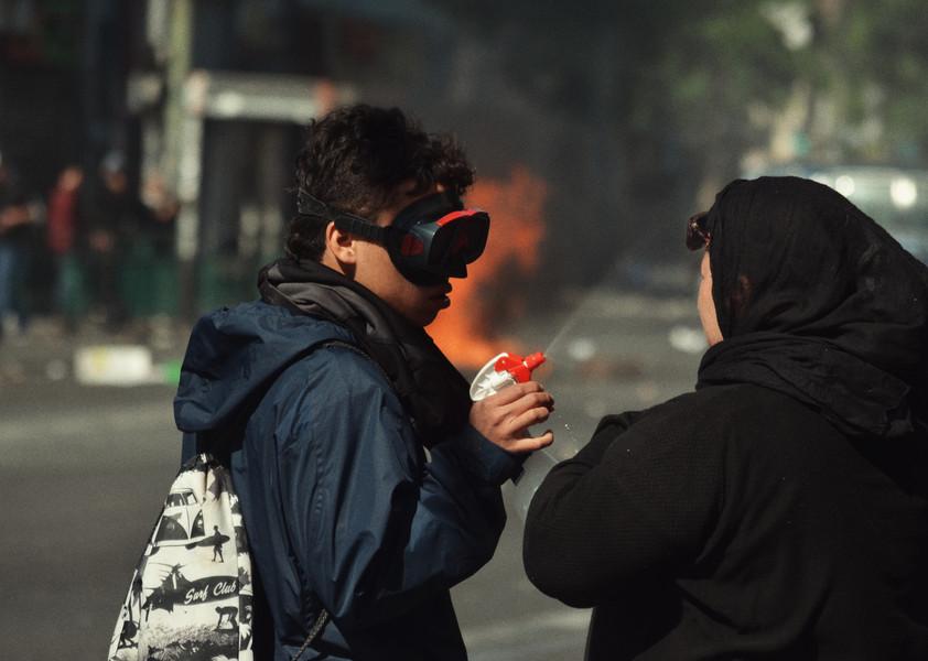 Admirative du mouvement gilet jaune de 2018, la lutte populaire Chilienne dispose également d'une variété de modes d'action et revendications (écologistes, féministes, sociales)…