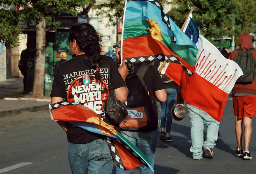 14 Novembre 2019 : il y a un an, Camilo Catrillanca, membre de la communauté Mapuche soupçonné de vol, est assassiné d'une balle dans le dos tirée par l'un des sergents de la police chilienne.