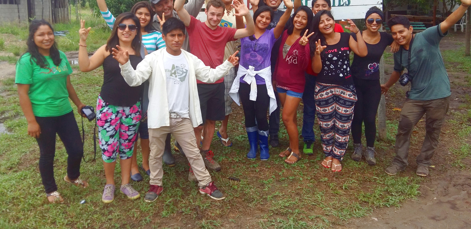 A crowd of student volunteers at the Serpentario Tropifauna animal rescue centre on the outskirts of Puerto Maldonado (Photo: Chris Kirkby)