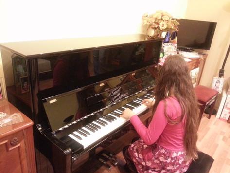 La ce varsta trebuie sa inceapa un copil primele lectii de pian?