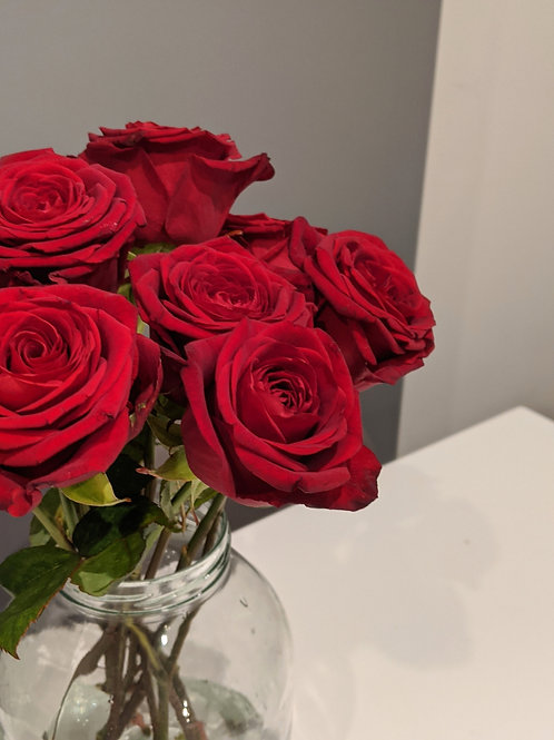 Red roses valentines flowers bunch send letterbox flowers west sussex