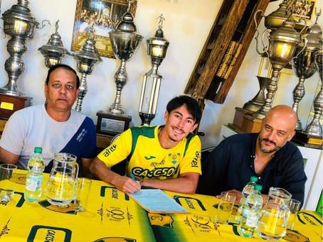 El floridense Flavio Scarone firmó en el Club Sportivo Cerrito