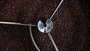 MIXOMANIA PARIS Expertise café-barista & Studio de création pour le développement de concepts beverages. 1) Sourcing, torréfaction & assemblage sur-mesure 3) Création d'offres café, barista, latte-art 4) Programme cocktails & mixologie-café, offre gastronomique 5) Workshops & formations, suivi opérationnel