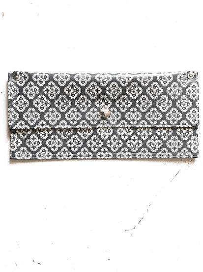pochette mascherine/guanti grigio geometrico bianco