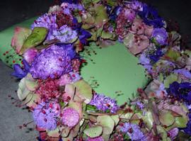 Urnenkränzli gebunden lila