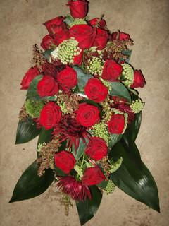 Sargbouquet mit Rosen